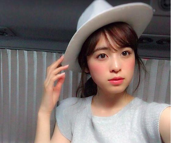 帽子をかぶっている久慈暁子